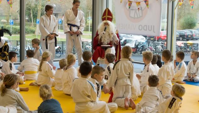 Sinterklaas op bezoek tijdens Sint-randori