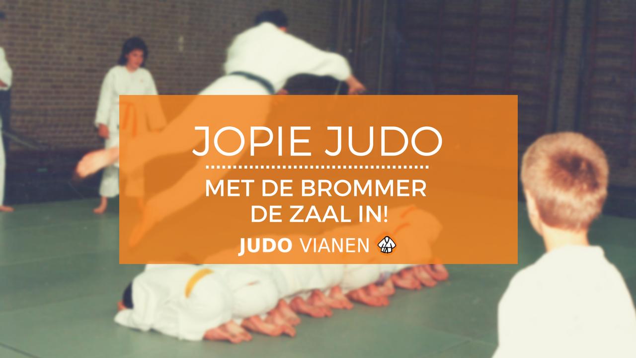 Jopie Judo 20 – Met de brommer de zaal in!